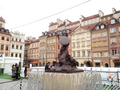 9. In the middle of the old town square is the statue of a mermaid, a symbolic guardian of Warsaw. Legend has it that the wives of fishermen had conspired to capture her for sale, after the mermaid had caused the enamoured fishermen to stop working. The plan, however, failed because a young man the wives sent as part of the ploy was cast under a spell, and subsequently released the mermaid. The grateful mermaid then swore to protect the city.