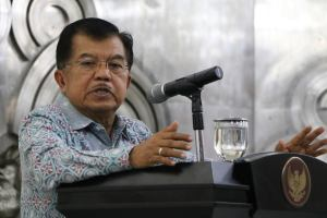 Indonesia faces four economic challenges: in the financial sector, logistics and infrastructure, energy policies, and the bureaucracy - Vice President Jusuf Kalla (Photo Credit: Lee Kuan Yew School of Public Policy).