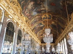 26. The magnificent state apartments. The Treaty of Versailles was signed in this room.