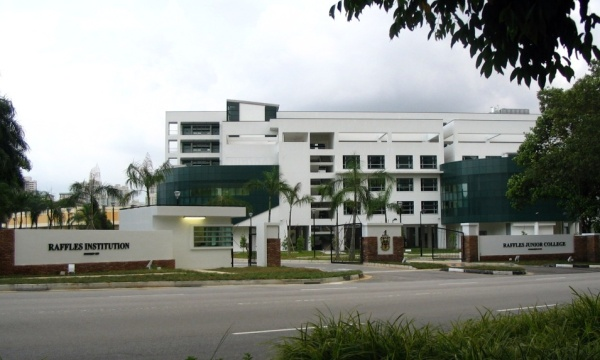 Taken from https://upload.wikimedia.org/wikipedia/commons/c/c4/Common_Driveway_by_RI_and_RJC_at_Bishan_Campus.jpg.