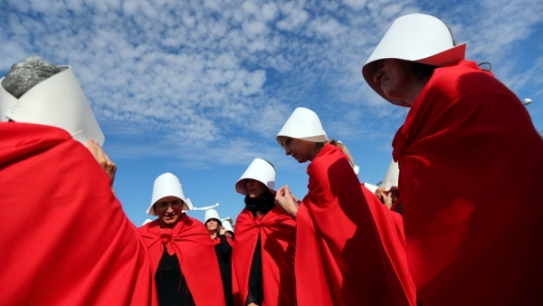 Taken from https://media.pri.org/s3fs-public/styles/story_main/public/images/2018/08/argentina-abortion-.jpg?itok=tFngQ5gs.