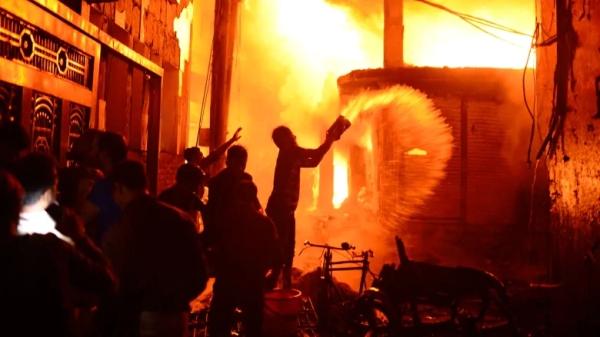 Taken from https://i.cbc.ca/1.5029354.1550838036!/cpImage/httpImage/image.jpg_gen/derivatives/16x9_780/bangladesh-fire-dhaka.jpg.
