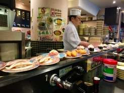 5. Was craving sushi, so I stopped by Sushizanmai in the evening. The sushi is prepared by the chef in the middle, who then places the dishes on the conveyor belt. Many of the seafood items were served at very affordable prices and were very tasty.